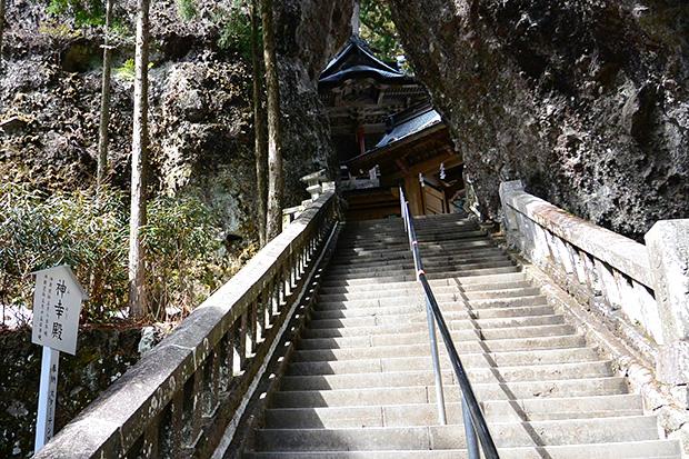 榛名神社・神門へ